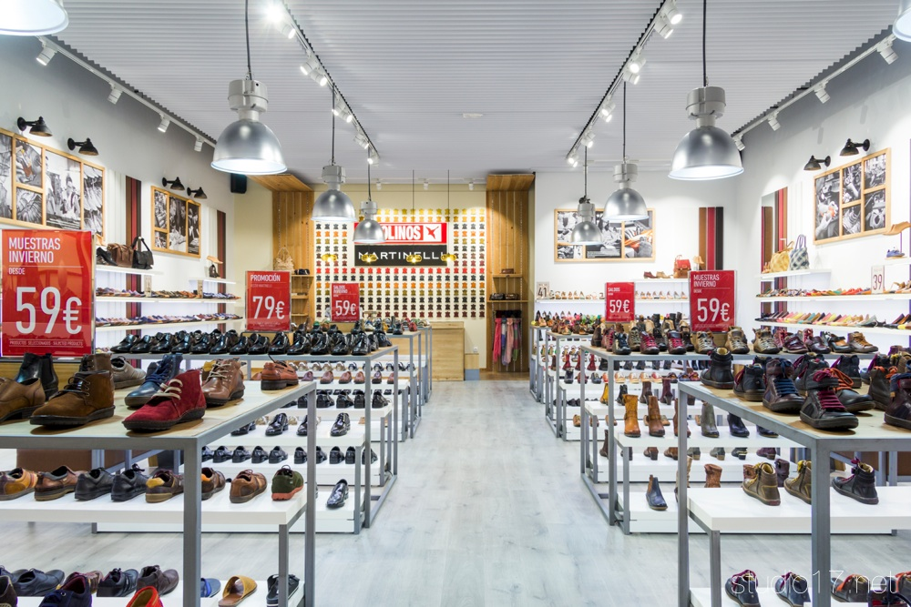 Interiorismo comercial studio17 retail stands - The first outlet las rozas ...