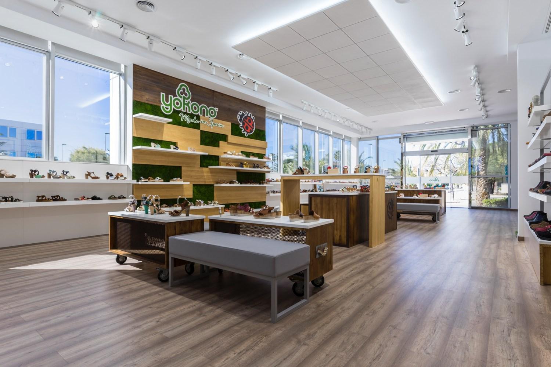Tienda yokono elche interiorismo comercial studio17 11 for Interiorismo comercial