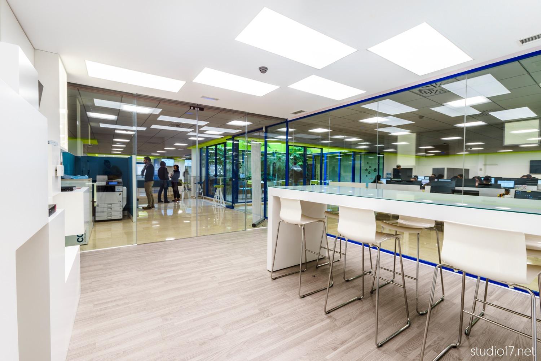 Interiorismo comercial beeingenieria studio17 11 retail for Interiorismo comercial